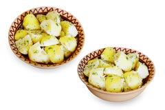 Кипеть молодые картошки с укропом в керамической плите Стоковое Фото