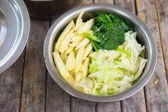 Кипеть овощ для Stir-зажаренных свежих лапшей рис-муки в thic Стоковое Изображение RF