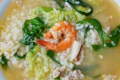 Кипеть рис с морепродуктами в супе на шаре Стоковое фото RF
