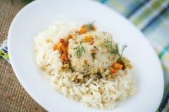 Кипеть рис с шариками рыб Стоковые Изображения
