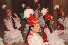Киргизские девушки в национальных одеждах Стоковое Фото