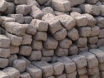 Кирпичи самана глины handmade в куче Стоковая Фотография RF