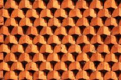 Кирпичная кладка картины Sawtooth Декоративная красная кирпичная стена как предпосылка Стоковое Фото