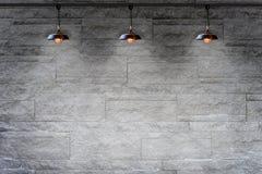Кирпичная стена гранита каменная декоративная с лампой Стоковое Изображение RF
