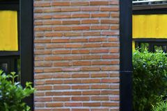 Кирпичная стена дома обнажена, красива и необыкновенна Искусство стоковые изображения rf