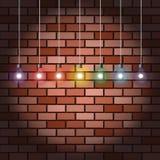Кирпичная стена и электрические лампочки Стоковое Изображение RF