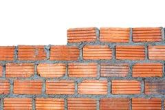 Кирпичная стена крупного плана, изолированная на белой предпосылке Стоковые Изображения