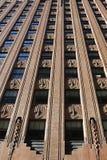 Кирпичная стена небоскреба в Нью-Йорке стоковая фотография