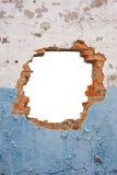 Кирпичная стена отверстия стоковые изображения