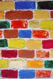 Кирпичная стена покрашенная в много цветов Стоковое Изображение RF