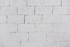 Кирпичная стена покрашенная на белизне Стоковая Фотография