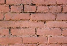 Кирпичная стена покрытая с розовой краской Стоковая Фотография RF