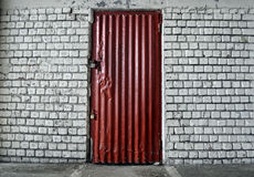 Кирпичная стена с дверью Стоковая Фотография RF