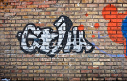 Кирпичная стена с граффити иллюстрация штока