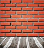 Кирпичная стена с деревянным полом Стоковое фото RF