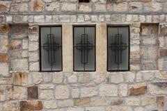 Кирпичная стена с 3 окнами Стоковые Изображения RF
