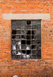 Кирпичная стена, сломанное окно Стоковые Изображения
