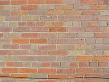 Кирпичная стена с проводами 3 стоковая фотография