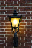 Кирпичная стена с старой лампой Стоковая Фотография RF