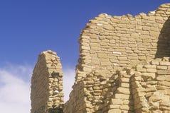 Кирпичная стена Adobe, около ОБЪЯВЛЕНИЕ 1060, руины каньона Chaco индийские, центр индийской цивилизации, NM Стоковая Фотография RF