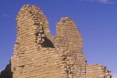 Кирпичная стена Adobe, около ОБЪЯВЛЕНИЕ 1060, руины каньона Chaco индийские, центр индийской цивилизации, NM Стоковые Фотографии RF