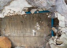 Кирпич он сломало поврежденный перед новой конструкцией формы стены Стоковая Фотография RF