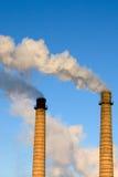 кирпич пускает дым по трубам Стоковое Фото