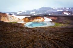 Кисловочное горячее озеро в геотермической долине Стоковое Изображение
