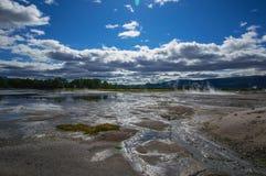 Кисловочное озеро в кальдере вулкана ` s Uzon Камчатка, Россия Стоковое фото RF