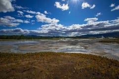Кисловочное озеро в кальдере вулкана ` s Uzon Камчатка, Россия Стоковое Изображение RF