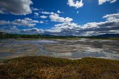 Кисловочное озеро в кальдере вулкана ` s Uzon Камчатка, Россия Стоковое Фото