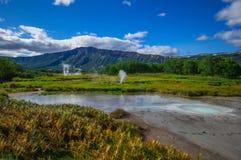 Кисловочное озеро в Uzon& x27; кальдера вулкана s Камчатка, Россия Стоковые Фото