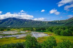 Кисловочное озеро в Uzon& x27; кальдера вулкана s Камчатка, Россия Стоковая Фотография