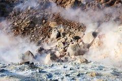 кислотное mudpot в районе Krysuvik, Исландия стоковые фото