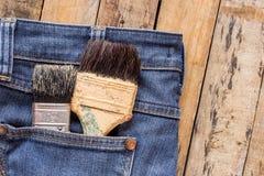 2 кисти в карманн джинсов Стоковые Изображения