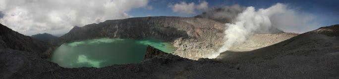 Кисловочное озеро в Kawah Ijen, East Java, Индонезии Стоковое Фото