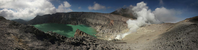 Кисловочное озеро в Kawah Ijen, East Java, Индонезии Стоковая Фотография RF