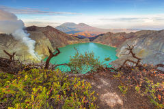 Кисловочное озеро, кратер Ijen Стоковые Фотографии RF