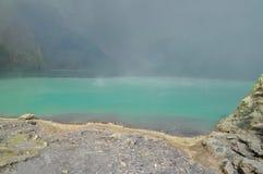 Кисловочное озеро серы на кратере Kawah Ijen Стоковое Изображение RF