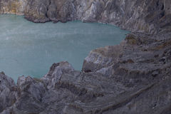 Кисловочное озеро серы на кратере Kawah Ijen Стоковое фото RF