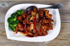 Китаец зажарил сочное блюдо тофу и брокколи готовое для еды Стоковое фото RF