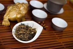 Китаец чая на деревянном столе Стоковое Изображение RF