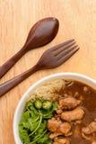Китайская лапша с подливкой цыпленка Стоковые Фотографии RF