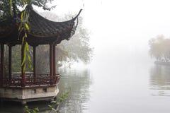 Китайская беседка в парке стоковое изображение rf