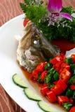 китайская вкусная зажаренная еда рыб тарелки испаренной Стоковое Изображение