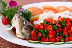 китайская вкусная зажаренная еда рыб тарелки испаренной Стоковые Фото