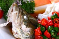китайская вкусная зажаренная еда рыб тарелки испаренной Стоковая Фотография RF