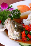 китайская вкусная зажаренная еда рыб тарелки испаренной Стоковые Изображения RF