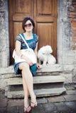 китайская девушка собаки Стоковая Фотография