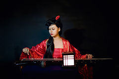 Китайская девушка одетая в классическом платье Стоковая Фотография